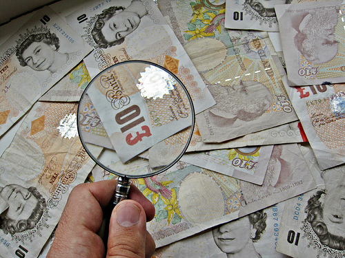 310 note with magnify glass-Images_of_money